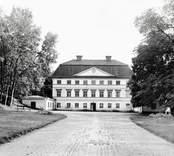Slottet från gårdssidan. Nordiska Museet 1910.