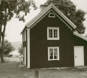 Huvudbyggnaden på en gård i Sjöändemåla.
