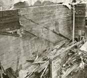 Hälleberga kyrka: Kyrkan brann ner 1976-10-18. Branden orsakades av ett elfel. Tornet i detalj kantkedja S väggen.Obs mellanvägg i förgrunden.