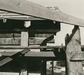 Loftstuga under restaurering. Detalj av nybyggd förstuga.