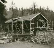 Mangårdsbyggnaden under restaurering.