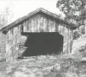 Småland Kristdala SN Höckhultsgård Linbasta,ext. sett takt framifrån  Före renovering