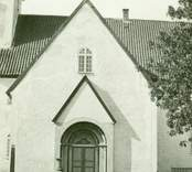 En portal på Gärdslösa kyrka.