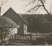En ladugård med halmtak i Störlinge.