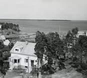 Motiv från Påskallavik, med Runnö i bakgrunden.