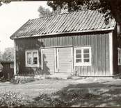 Brygghus. Längd 7,5 m. Bredd 4,5 m. Sett från söder. Foto:M.Dyfverman 1937