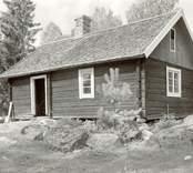 Foto:M.Dyfverman och M Rehnberg 1937. Snickarstuga. Flyttad från Sulegångs kvarn, där den varit torp.