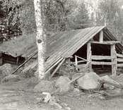 Foto:M.Dyfverman och M Rehnberg 1937. Basta, som använts in på 1920-talet. Har stått där säkert sedan 1820-talet.