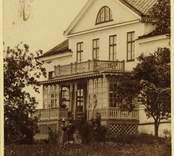 Bostadshus med glasad veranda i Marieholm.