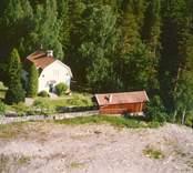 Flygfoto på ett enfamiljshus i Bäckebo med sidobyggnad.