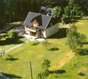 En villa med trädgård, i Bäckebo.