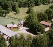 En gårdsmiljö i Sjöbo, Kristvalla.
