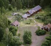 En gårdsmiljö i Döderhult.