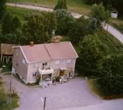 Ett butiks- och bostadshus i Döderhult.