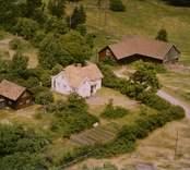 En gårdsmiljö, i Döderhult.
