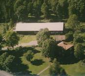 En ladugårdslänga och bostadshus i Sankt Sigfrid.
