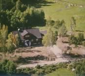 Ett bostadshus med frontespis i Sankt Sigfrids socken.