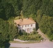 En villa med valmtak i Sankt Sigfrids socken.