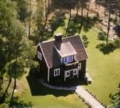 En villa med balkong i Madesjö socken.
