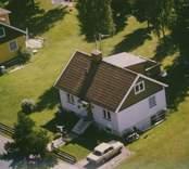 En villa med entrétrappa i Kristvalla socken.