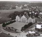 Flygfoto över Norra Folkskolan från 1900 i Oskarshamn.