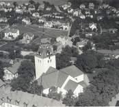 Flygbild över Sankta Gertruds kyrka i Västervik.