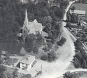 Flygfoto över S:t Sigfrids kyrka.  Dominerande stilepok interiör Nyklassicism. Uppförande hela kyrkan period/år 1885. Foto: AB Flygtrafik
