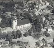 Flygfoto över Kristdala kyrka.