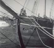 Skonert byggd 1854 i Marstal. Ex Brödernes Minde. Hemma i Saltvik sedan 19.., ägare och bef havare E B Rosendahl. Skeppsl 1947. Foto i Kalmar hamn 1951. Tillhörde i Timmernabben 1915-1920-talet.