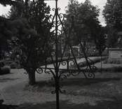 Smidd gravdekoration på Hjorteds kyrkogård.