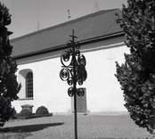 En gravvård vid Hallingebergs kyrka.