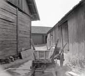 Vagnen på bygatan , Östra Eknö. Foto: 28/07 1955.