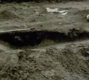Arkeologisk undersökning  Boplats B. Anläggning B. Anläggning 41, härd plus grop, profil A-B, från väster.
