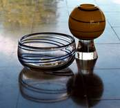 Dekorerade prydnadsglas från Orrefors glasbruk.