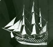 Modell av Nyckelen som sänktes av danskarna vid Skallö 1679. Detta lär vara ett äkta votivskepp från en som överlevde förlisningen. Det är daterat till 1682.