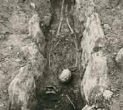 En hällkista med mänskliga kvarlevor, påträffade vid utgrävning av Störlinge gravfält.