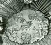 Detalj av altaruppsats, skulpterad 1764 av Jonas Berggren och målad av And. G Wadsten.
