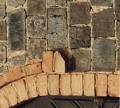 Detalj av portalen på Ankarsrums kyrka, som är tillverkad av tegel från Almviks tegelbruk.
