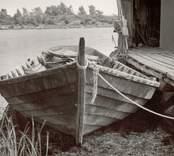 Båt vid brygga på Örö.