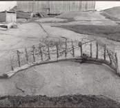 Skjutskärm för andjakt etcetera. Bredd 1,585 meter, pinnarnas höjd 20 -32 centimeter. Ägare: Karl Samuelsson.
