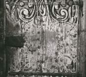 Dekorerad bänkdörr i Misterhults kyrka.