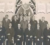 Kooperationens (kooperativa förbundets) 100-årsjubileum den 7 november 1944. Fest i stadshuset [Nybro]. Föreningens 11 pionjärer, som var berättigade till silvermärket.