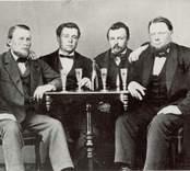 En grupp sjökaptener, nummer två från höger är Sven August Ljungstedt, sjökapten, redare och trävaruhandlare.