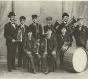 Pukebergsmusiken år 1905, Pukebergs glasbruk.