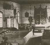 Interiör mot altaret och predikstolen i Fagerhults gamla kyrka som revs runt sekelskiftet 1900.