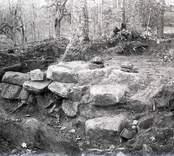 Utgrävning av stengrund.