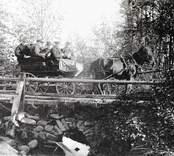 Vägsyn vid bron över prästgårdsbäcken.