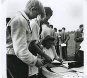 I mitten:Per Gerbo, Landstinget, Nybro.  Foto 1948-09-12