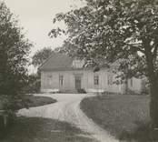 """""""Högsby gård"""", [Högsby socken]. Omonterat fotografi"""