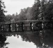 Stora bron sedd nerifrån åmynningen vid området på Helgerums säteri.